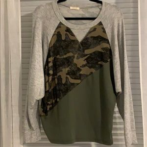 Camouflage and solid bat wing top size small